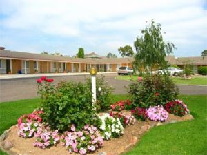Bega Village Motor Inn - St Kilda Accommodation