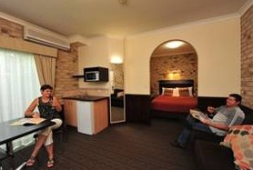 Highlander Motor Inn And Apartments - St Kilda Accommodation