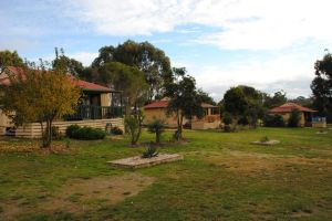Lakes Entrance Country Cottages - St Kilda Accommodation