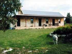 Mt Dutton Bay Woolshed Heritage Cottage - St Kilda Accommodation