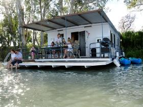 The Murray Dream Self Contained Moored Houseboat - St Kilda Accommodation