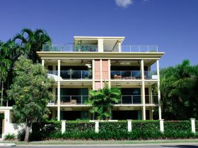 Cairns Beachfront Apartment - St Kilda Accommodation