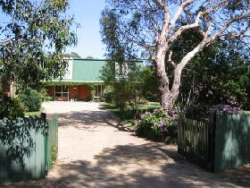 Pelican Bay Bed and Breakfast - St Kilda Accommodation