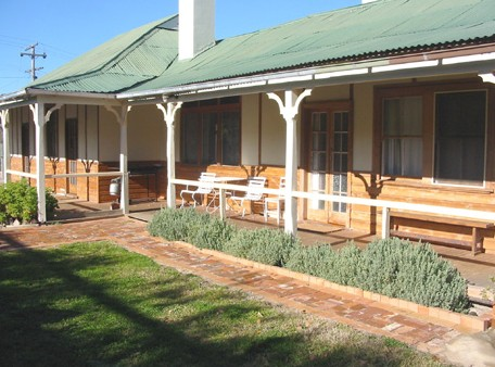 Gundagai Historic Cottages Bed and Breakfast - St Kilda Accommodation