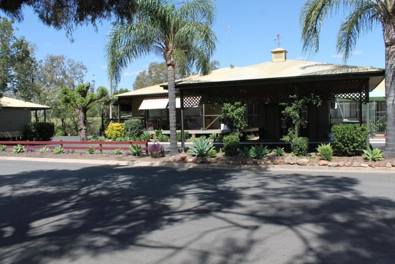 Lake Forbes Motel - St Kilda Accommodation