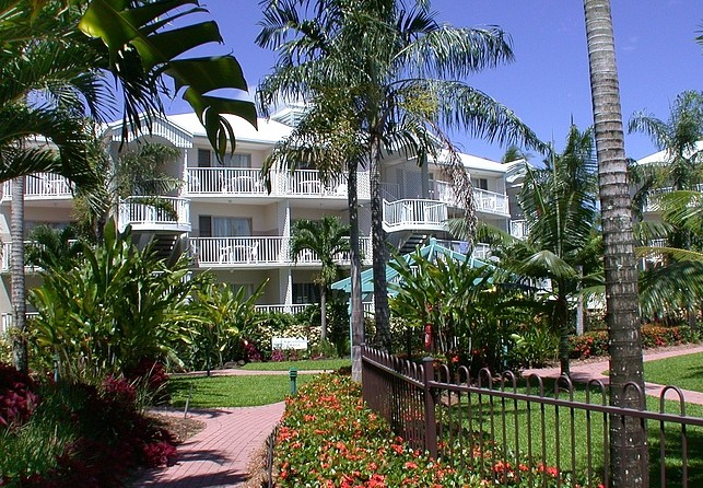 Australis Cairns Beach Resort - St Kilda Accommodation