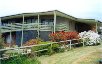 Currawong Holiday Home - St Kilda Accommodation