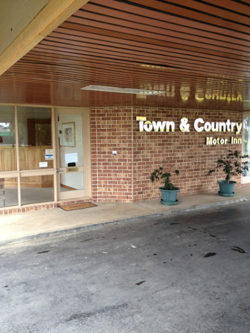 Town amp Country Motor Inn Forbes - St Kilda Accommodation