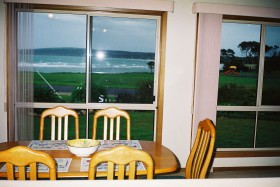 Emu Bay Sea Breeze - St Kilda Accommodation