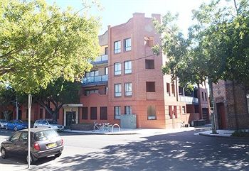Ryals Serviced Apartments Camperdown - St Kilda Accommodation