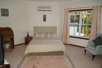 Kingfishers Manor  Noosa - St Kilda Accommodation