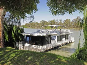 Boats and Bedzzz - The Murray Dream self-contained moored Houseboat - St Kilda Accommodation