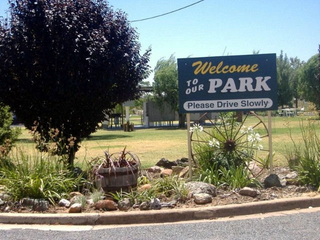 Country Club Caravan Park - St Kilda Accommodation