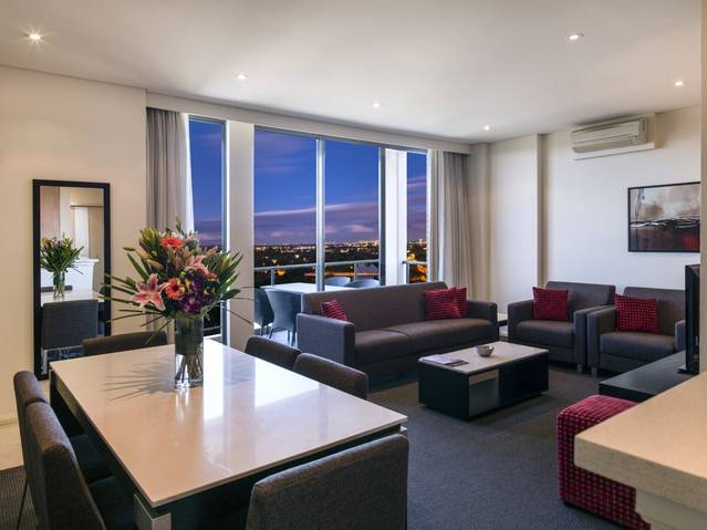 Meriton Serviced Apartments Parramatta - St Kilda Accommodation