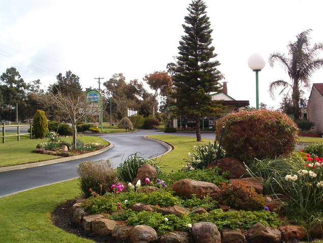 Mount Barker Valley Views Motel and Chalets - St Kilda Accommodation