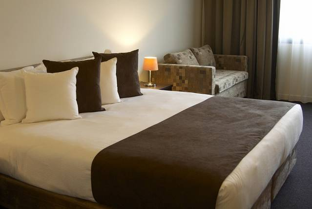 Quality Hotel Tabcorp Park - St Kilda Accommodation