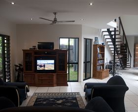 Dolphin Beach House - St Kilda Accommodation