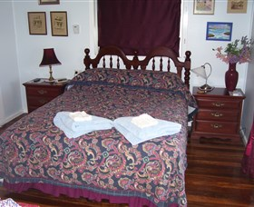 Boonah Hilltop Cottage - St Kilda Accommodation