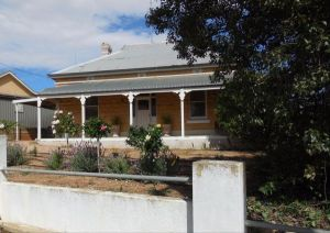 Book Keepers Cottage Waikerie - St Kilda Accommodation