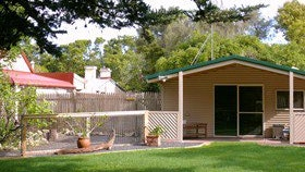 Shiralea Country Cottage - St Kilda Accommodation