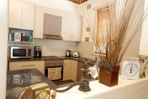 Anderl's Beach Cottage - St Kilda Accommodation