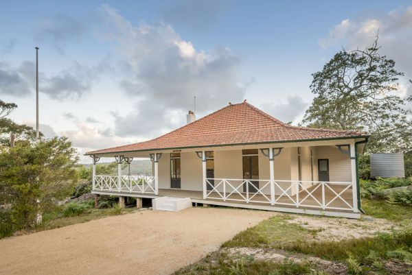 Hilltop Cottage - St Kilda Accommodation