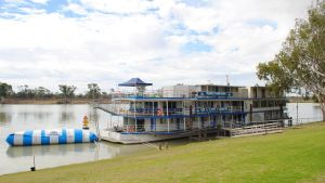 Murray River Queen Backpackers - St Kilda Accommodation