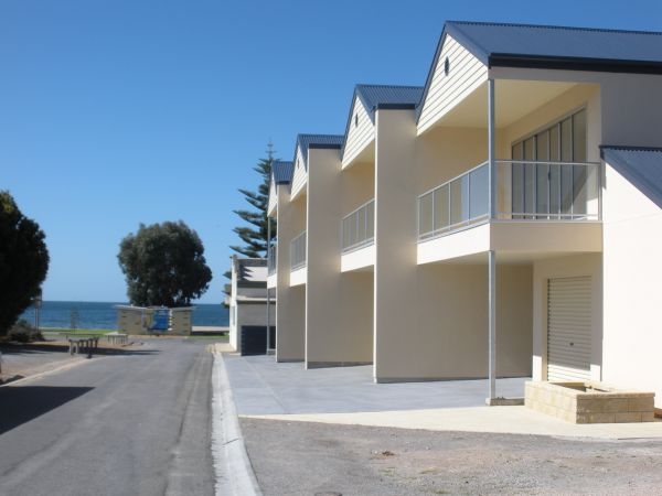Karen's Cabins and Apartments - St Kilda Accommodation