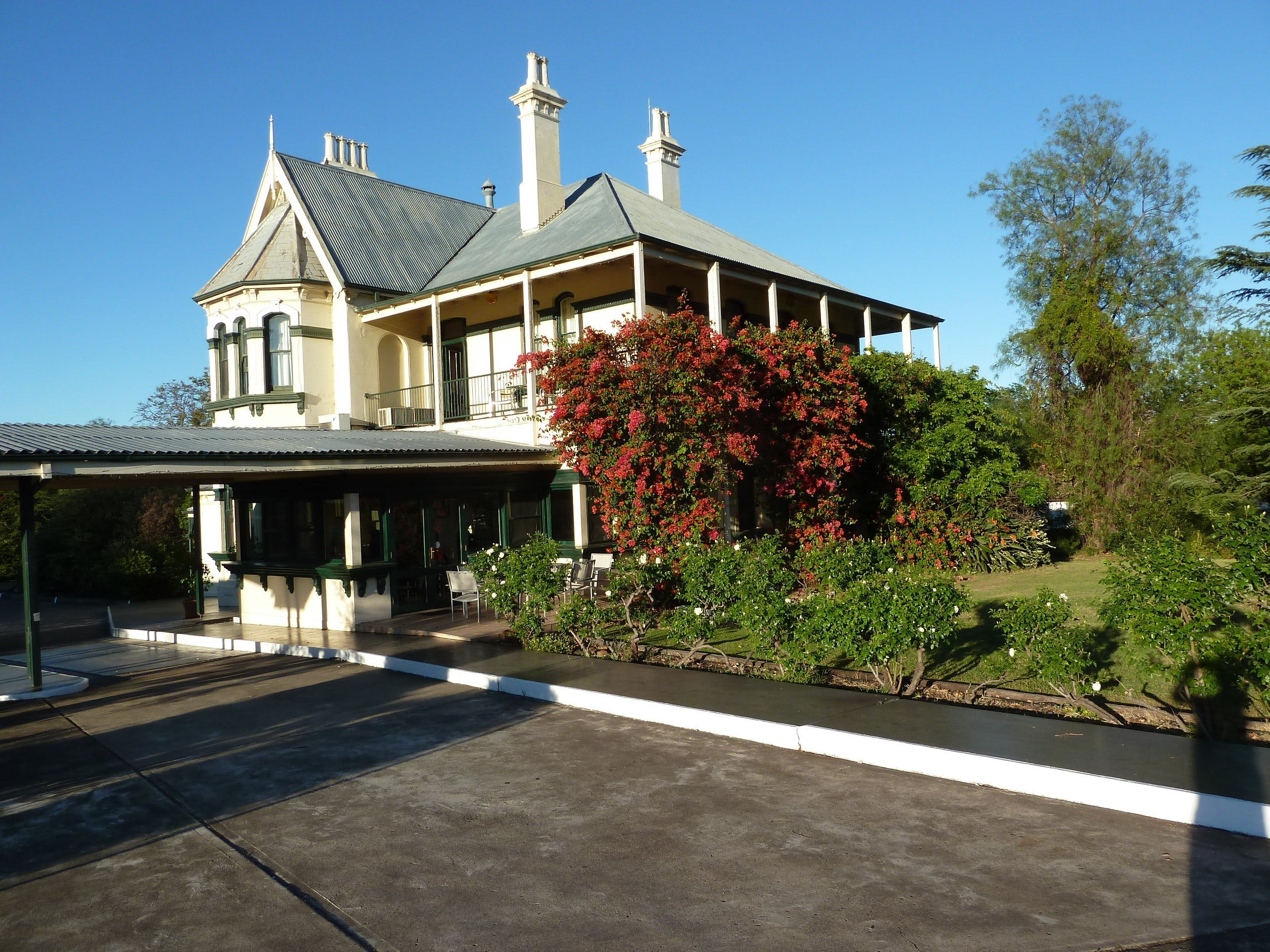 Airlie House Motor Inn - St Kilda Accommodation