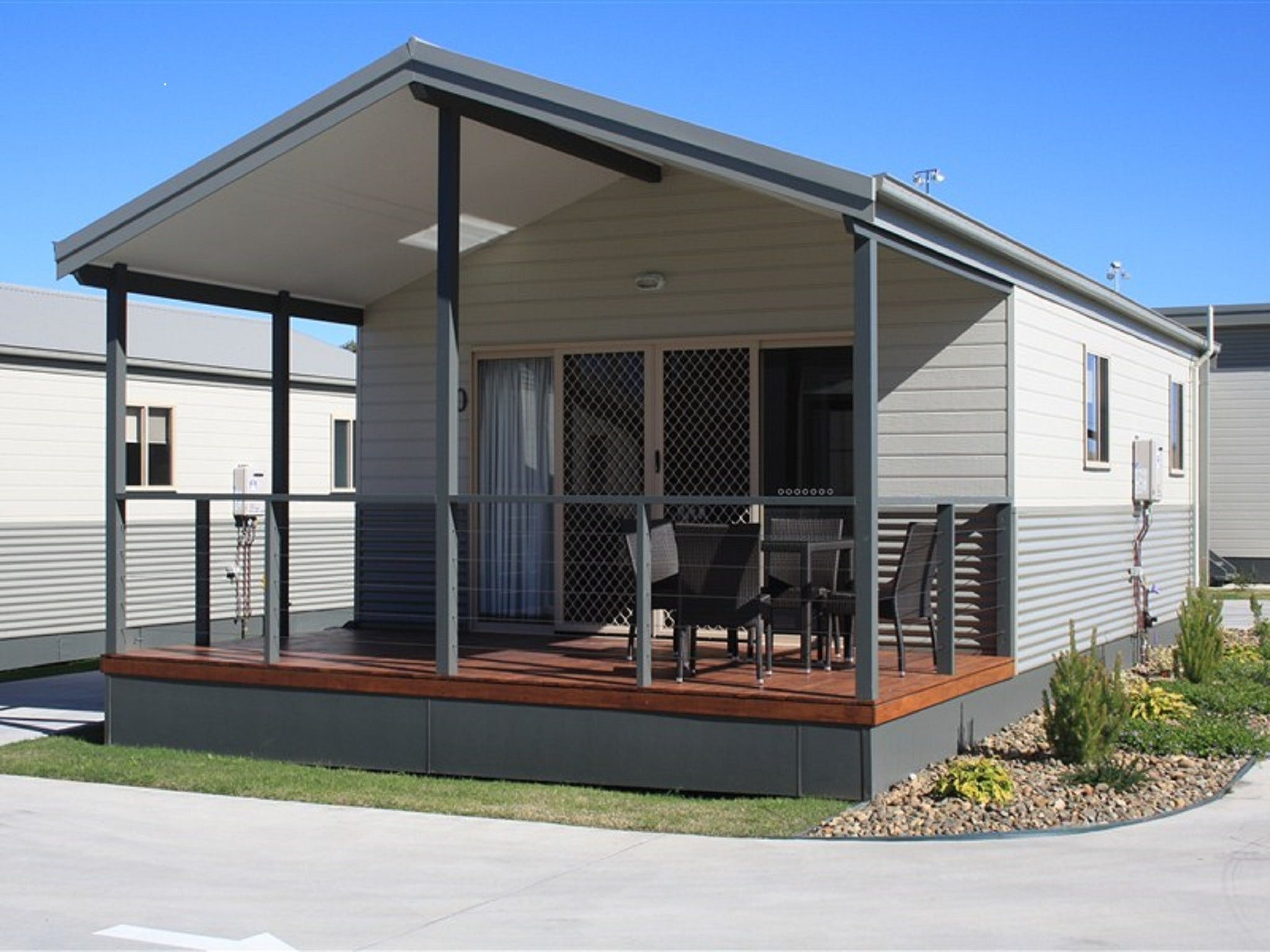 Bowlo Holiday Cabins - St Kilda Accommodation