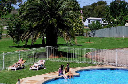 Swan Hill Holiday Park - St Kilda Accommodation