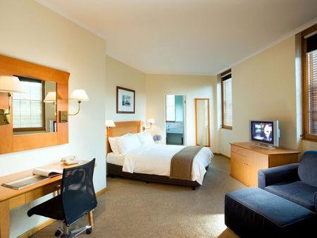Holiday Inn Old Sydney - St Kilda Accommodation