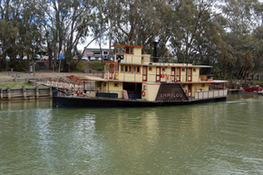 Emmylou Paddle Steamer - St Kilda Accommodation