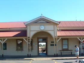 Maryborough Railway Station - St Kilda Accommodation