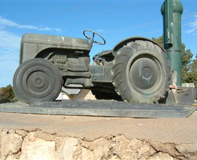 Ferguson Tractor Monument - St Kilda Accommodation