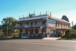 Caledonia Hotel - St Kilda Accommodation