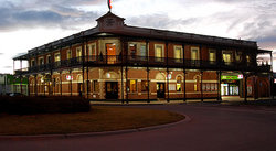 The Grand Terminus Hotel - St Kilda Accommodation
