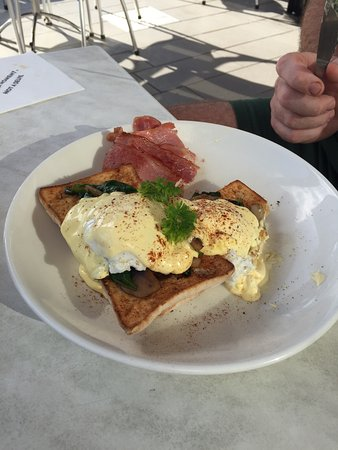 The Coffee Club Yeppoon Esplanade - St Kilda Accommodation