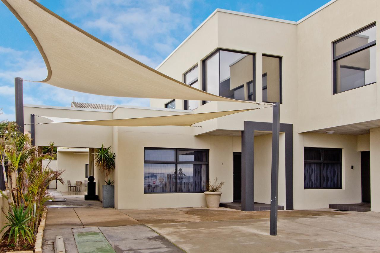 Atlantic West Beach Apartments - St Kilda Accommodation