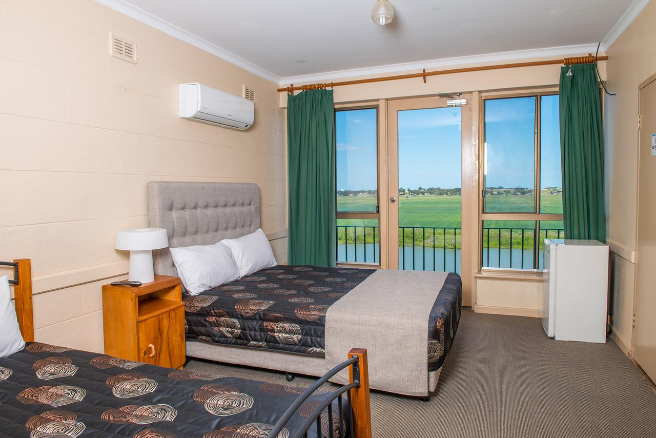 Tailem Bend Riverside Hotel - St Kilda Accommodation