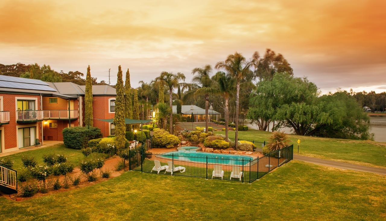 Clare Country Club - St Kilda Accommodation