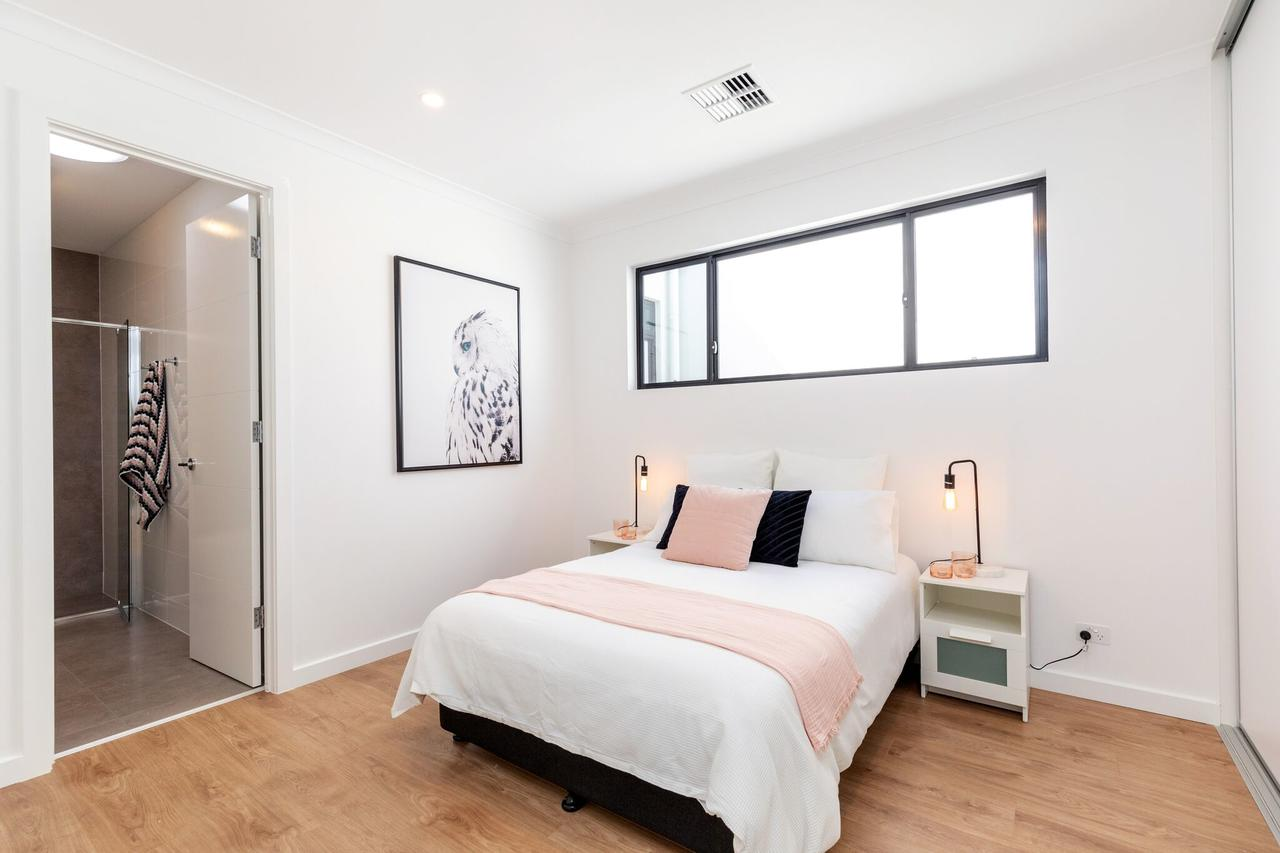 Brand new affordable luxury 3 bedroom 3 bathrooms house close to Adelaide city Chinatown beach Adelaide Airport - St Kilda Accommodation