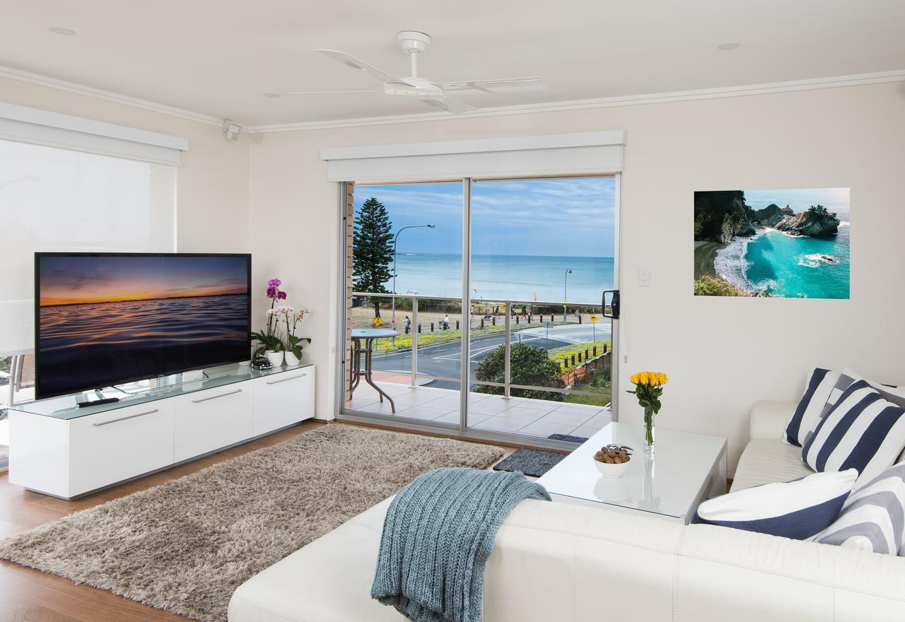 Stylish 3 Bedroom Beachview Apartment - St Kilda Accommodation