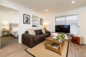 Sleeping in Style - Central  Sophisticated - St Kilda Accommodation