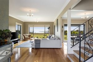 LUXURY WATERFRONT FAMILY HOME-TASMANIA I-L'Abode - St Kilda Accommodation
