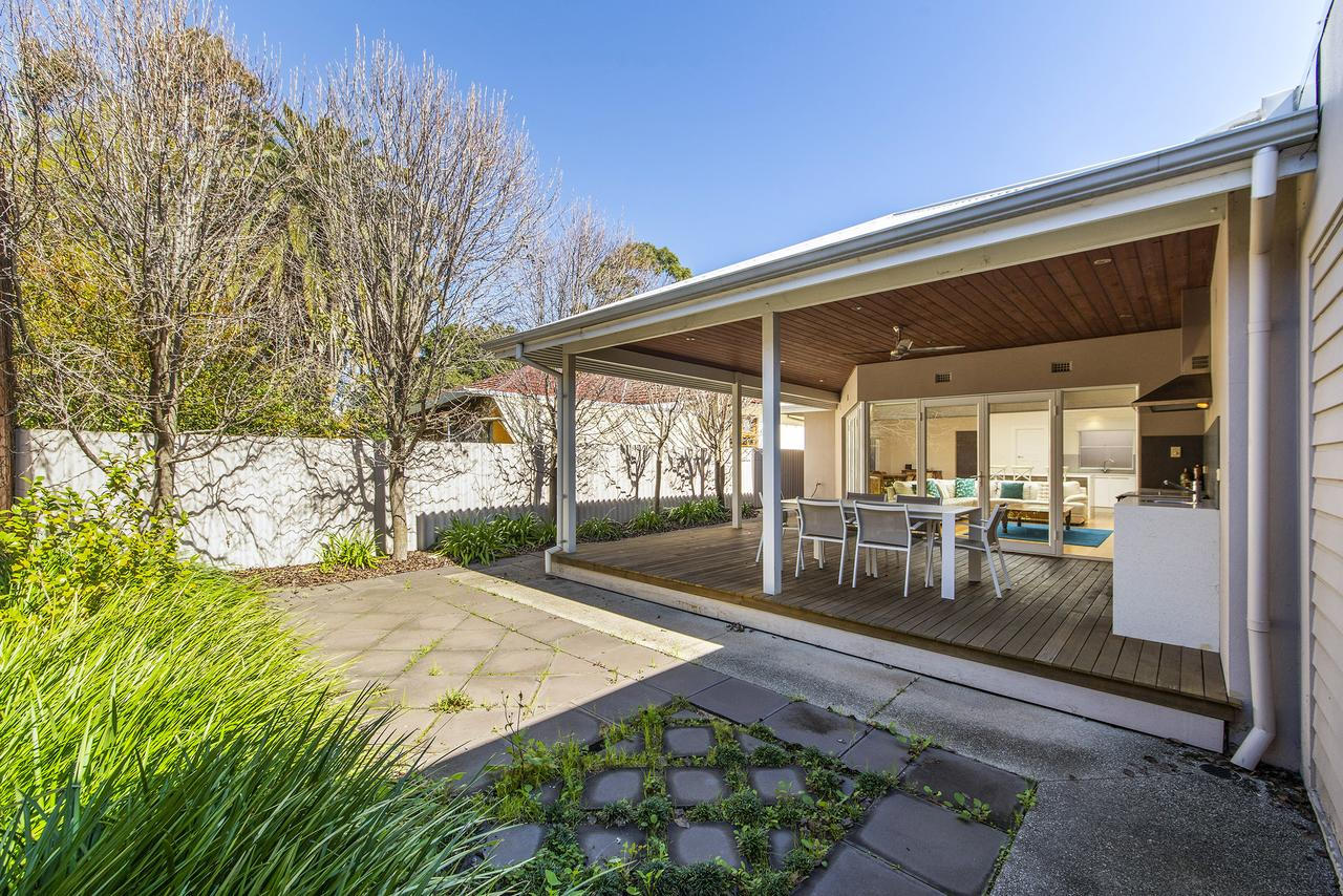 Inner Western Suburbs Retreat - St Kilda Accommodation