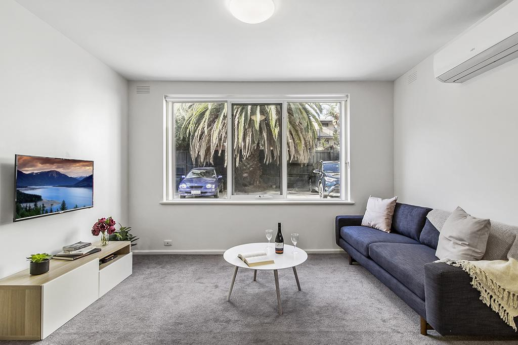 Spacious Apartment Within Minutes Of Acland Street - St Kilda Accommodation