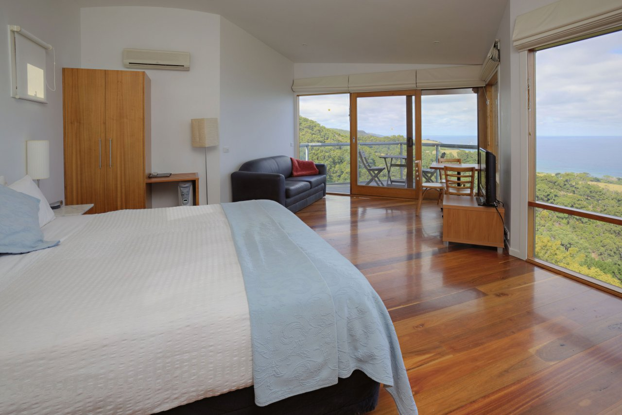 Chris's Beacon Point Restaurant  Villas - St Kilda Accommodation