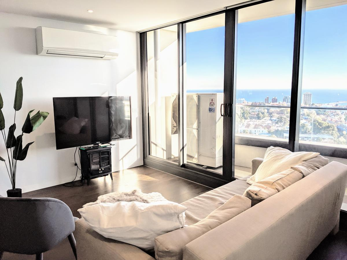 Breathtaking View Apartment With Gym & Sauna - St Kilda Accommodation