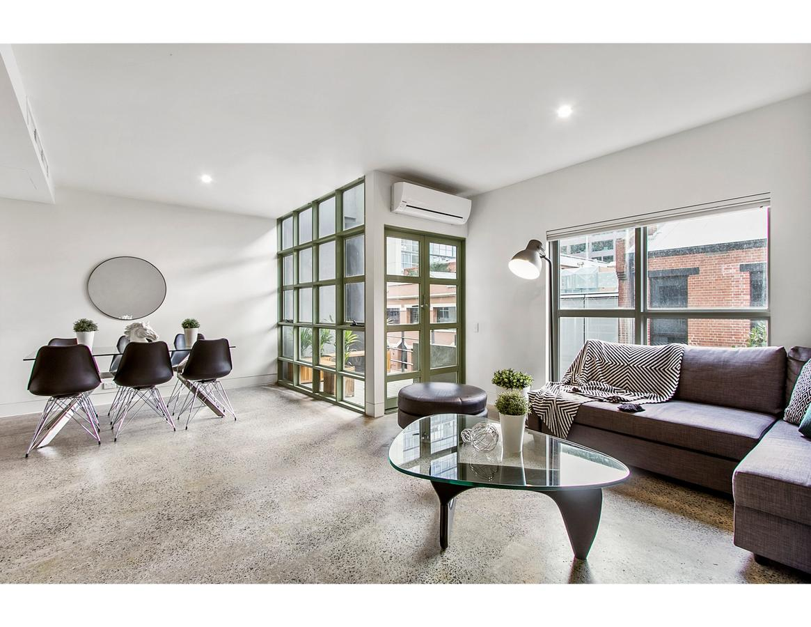 Sophisticated modern 3 bed home in foodie paradise - St Kilda Accommodation